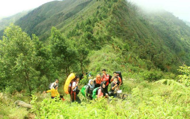 Pendakian Bersama Ke Puncak Gunung Prau