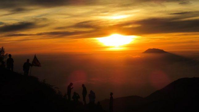Sunrise di bukit Sikunir