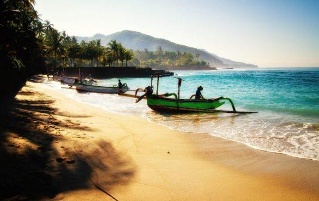 Travelling Menggunakan Jasa Travel Agent