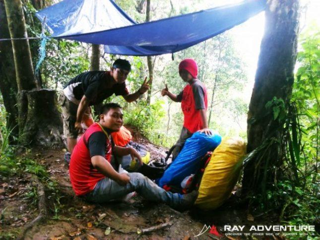 Hujan di jalur pendakian Manglayang
