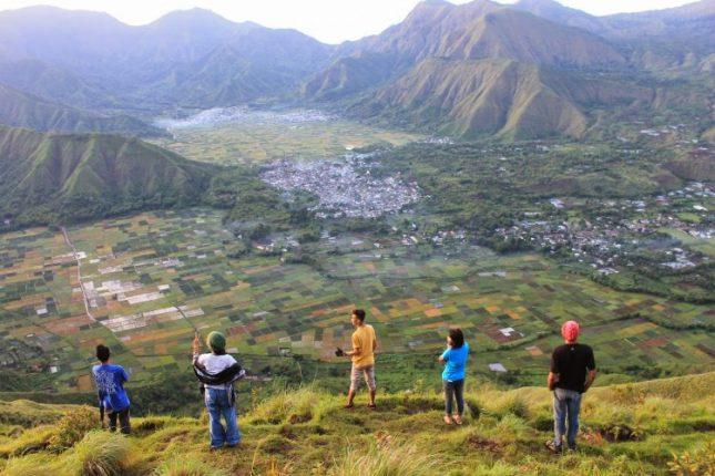 Menikmati Rinjani dari bukit Pergasingan Lombok