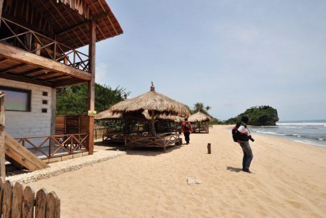 Fasilitas di sekitar pantai Indrayanti