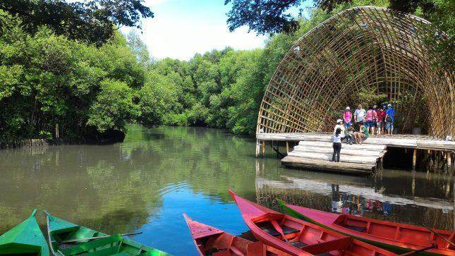Panggung di hutan Mangrove PIK