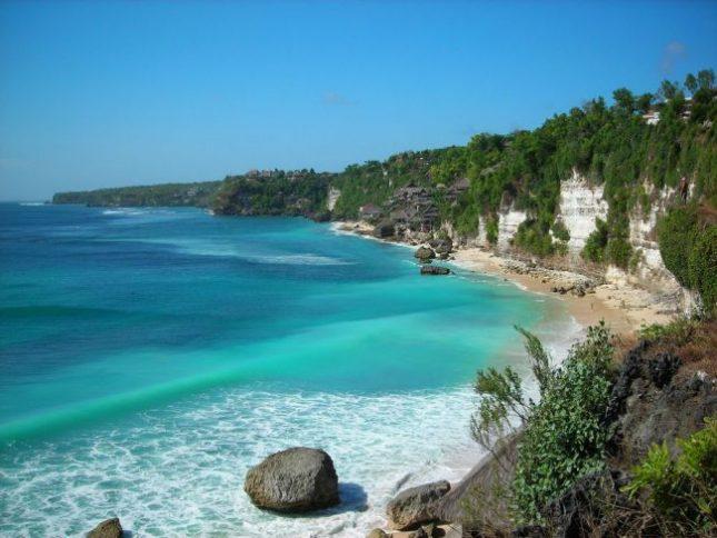 Pesona wisata alam pantai Legon Pari Banten
