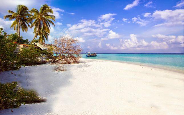 Pantai perawan di Pulau Pantara Kepulauan Seribu