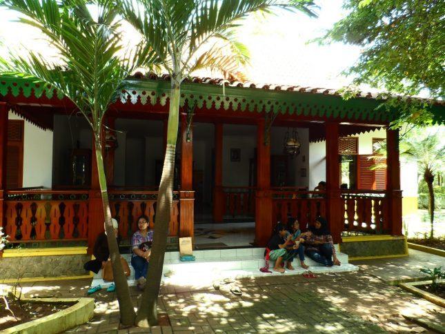 Desain rumah adat betawi di Setu Babakan