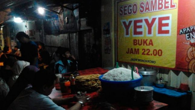 Wisata kuliner Surabaya : Sego sambel mak Yeye