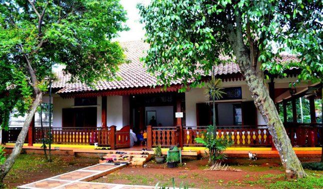 Rumah adat betawi Setu Babakan Jakarta