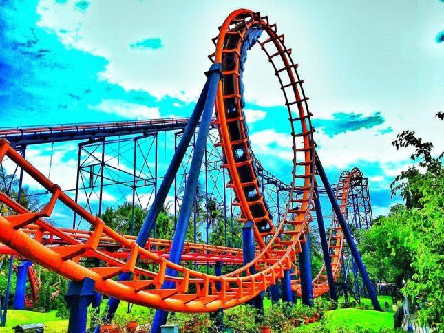 Wahana roller coaster Dunia Fantasi