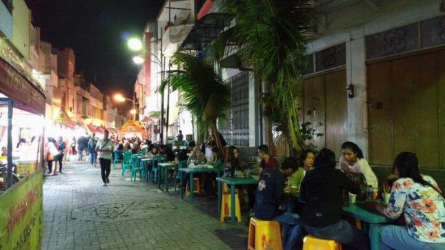 Kuliner malam Waroeng Semawis Semarang