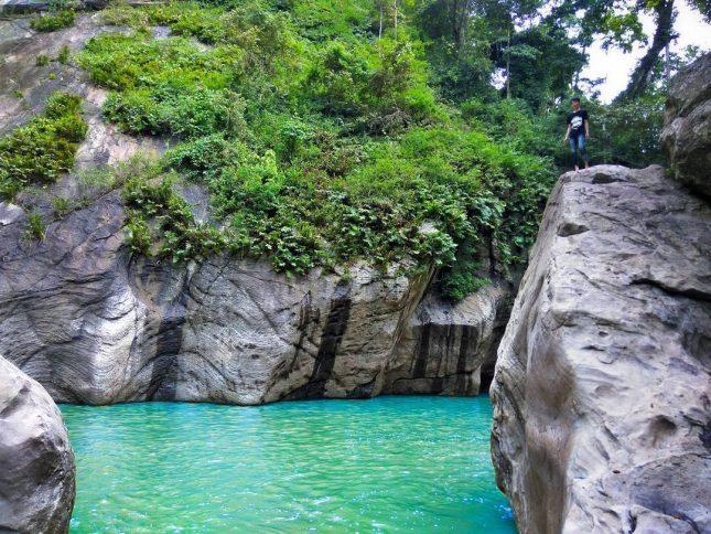 Wisata alam Sanghyang Heuleut Bandung