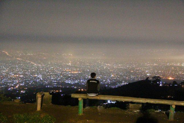View malam hari di bukit Moko