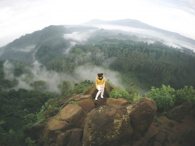 Pemandangan di tebing Keraton Lembang