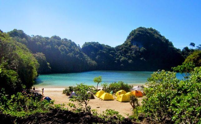 Camping di pulau Sempu