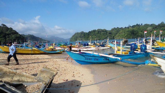 Suasana di pantai Sendang Biru Malang