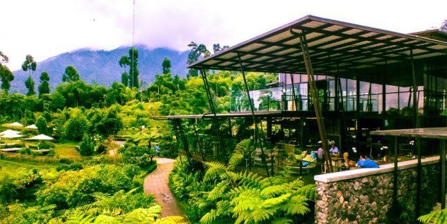 Rumah makan di Dusun Bambu Lembang