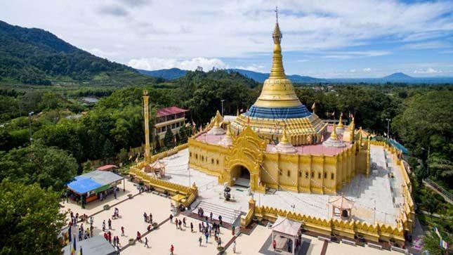 Pagoda emas di taman alam Lumbini
