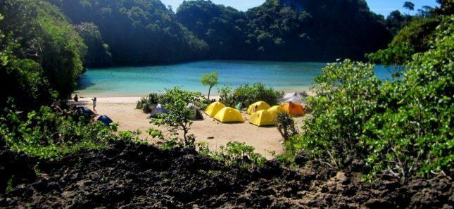 Berkemah di pulau Sempu