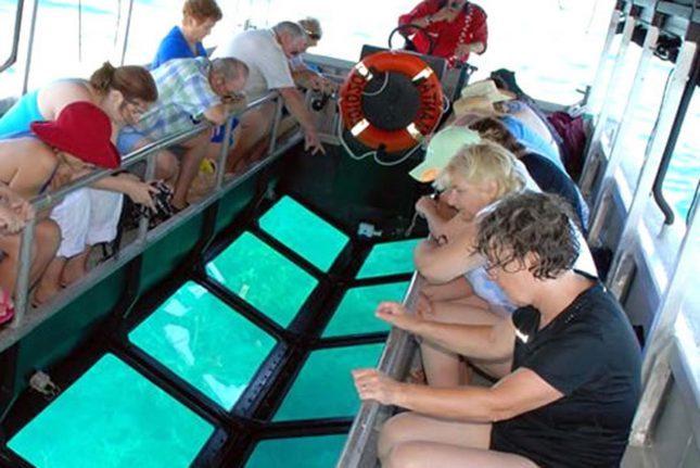 Wisata glass bottom boat Gili Trawangan