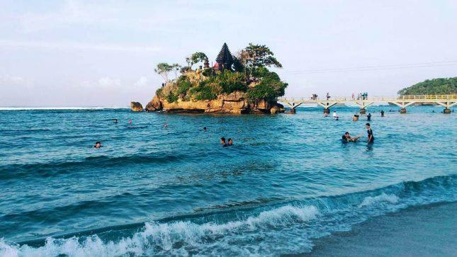 Pantai Balekambang di Malang Jawa Timur