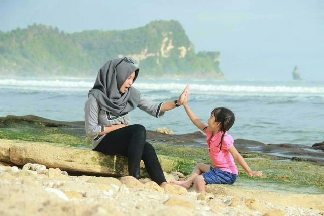 Aktivitas di pantai Nampu