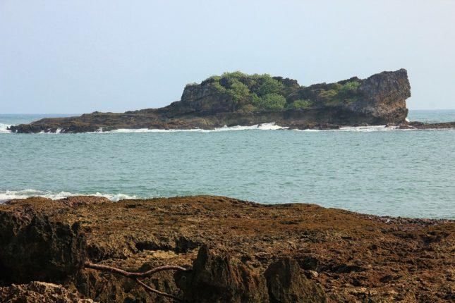 Wisata ke pantai Pulo Manuk Sawarna