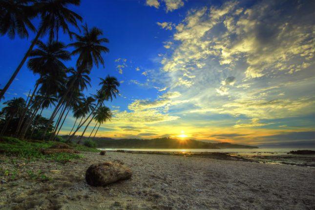 Sunrise di pantai Legon Pari Sawarna