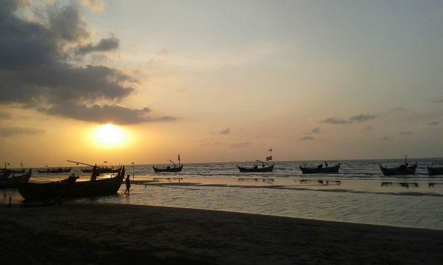 Sunset di pantai Karang Jahe