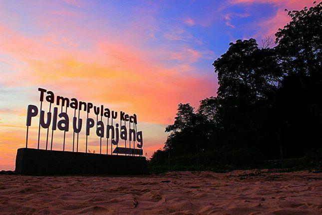 Senja di pantai pulau Panjang