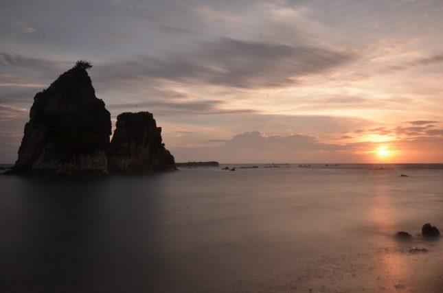 Sunset di pantai Tanjung Layar Sawarna