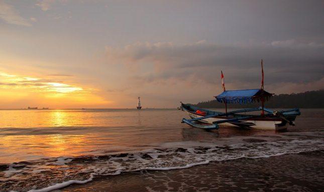 Senja di pantai Widarapayung