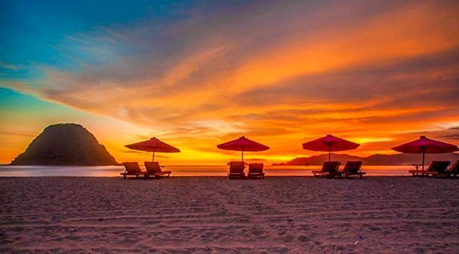 Sunset di pulau Merah Banyuwangi