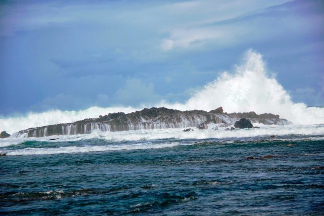Ombak di pantai Karang Bereum