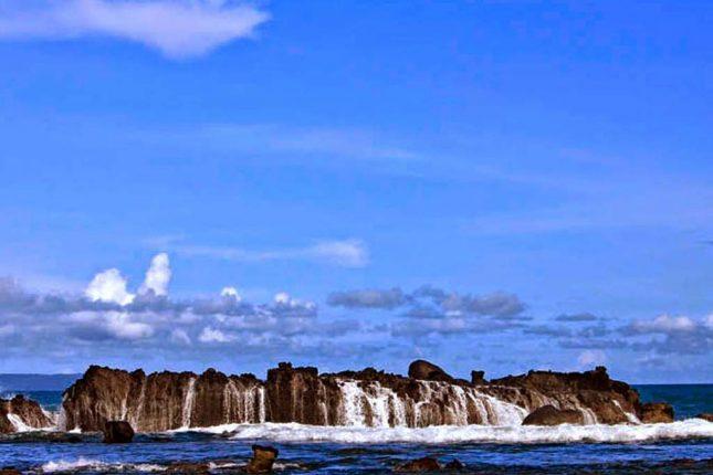 Wisata pantai Karang Bereum Sawarna