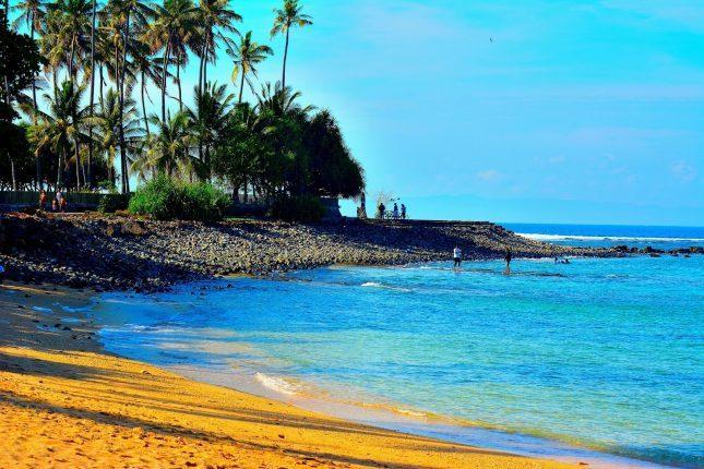 Tepi pantai Senggigi di Lombok