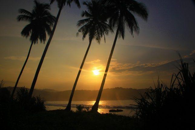 Sunrise di pantai Karang Bereum Sawarna