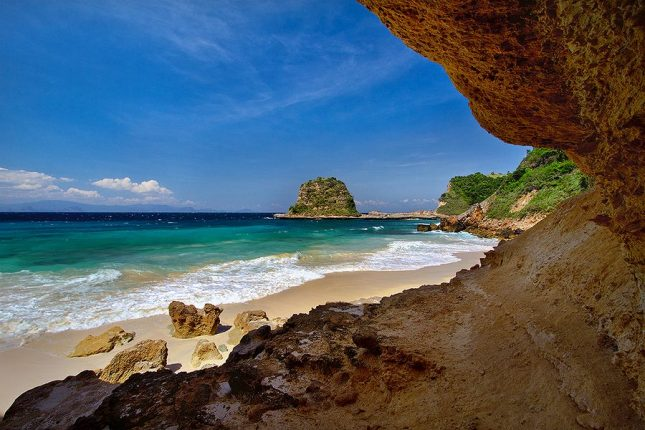 kaindahan pantai Tanjung Bloam