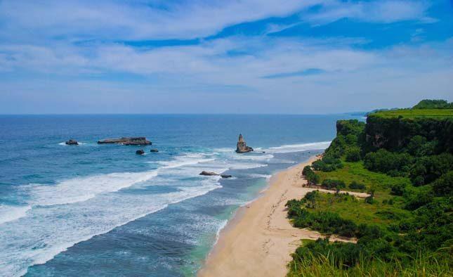 Keindahan pantai Buyutan dari atas