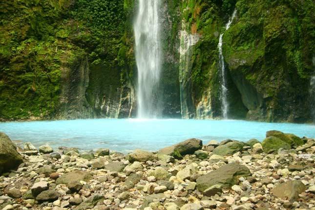 Pesona keindahan air terjun dua warna Sibolangit