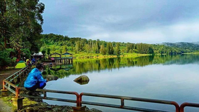 Ketenangan di danau Lau Kawar