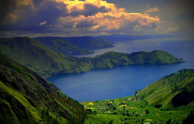 Pemandangan danau Toba Mdan