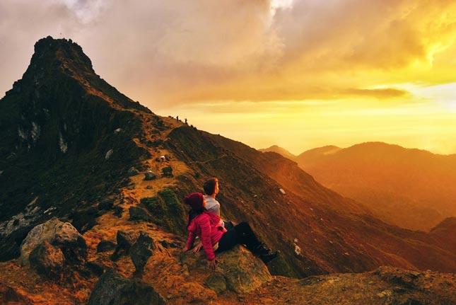 Pemandangan sunrise gunung Sibayak