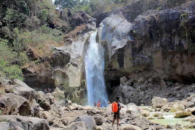Pesona keindahan air terjun Mangku Sakti