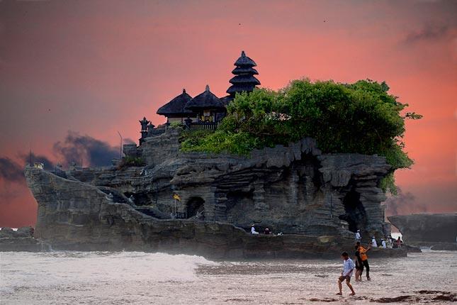 Objek wisata Tanah Lot Bali
