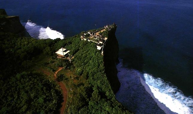 Keindahan Pura Luhur Uluwatu Bali di lihat dari atas