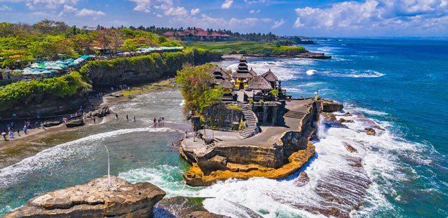 Wisata alam Tanah Lot di Bali