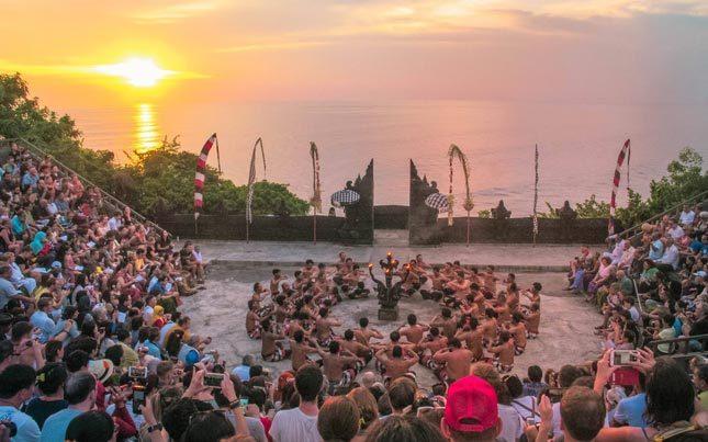 Pertunjukan tari Kecak Bali di Pura Uluwatu