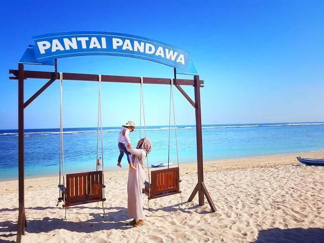 Fasilitas yang tersedia di pantai Pandawa Bali