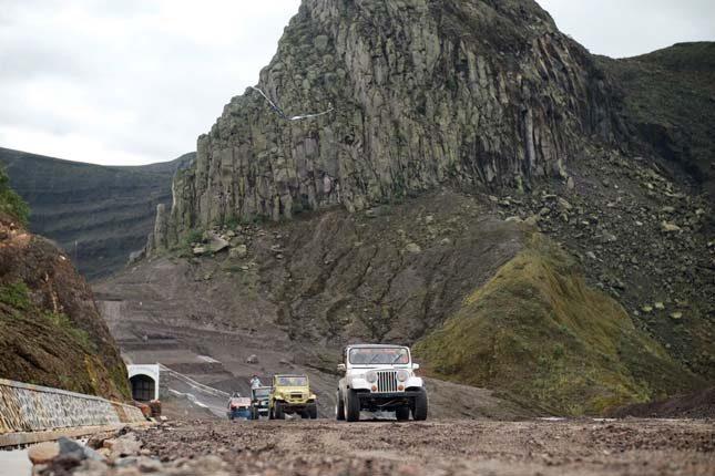 Berpetualang dengan jeep offroad