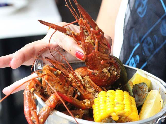 Menu kuliner lobster di pantai Depok